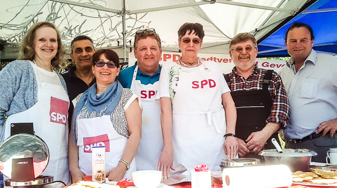SPD-Bürgercafé Zu Muttertag 2016: 200 Rosen Sorgten Für Viel Freude