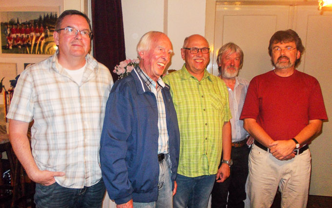 Von links: Achim Schönfeld, Helmut Siepmann,  Udo Koch, der 1. Vorsitzende des SPD – Ortsvereins  Asbeck Gerd Vollmerhaus und SPD – MdB René Röspel