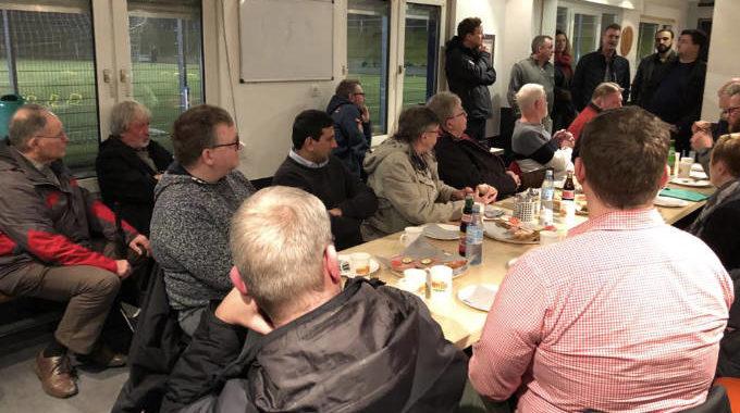 """SPD-Ratsfraktion Besuchte Fußball-Arena """"Am Hundeicken"""""""